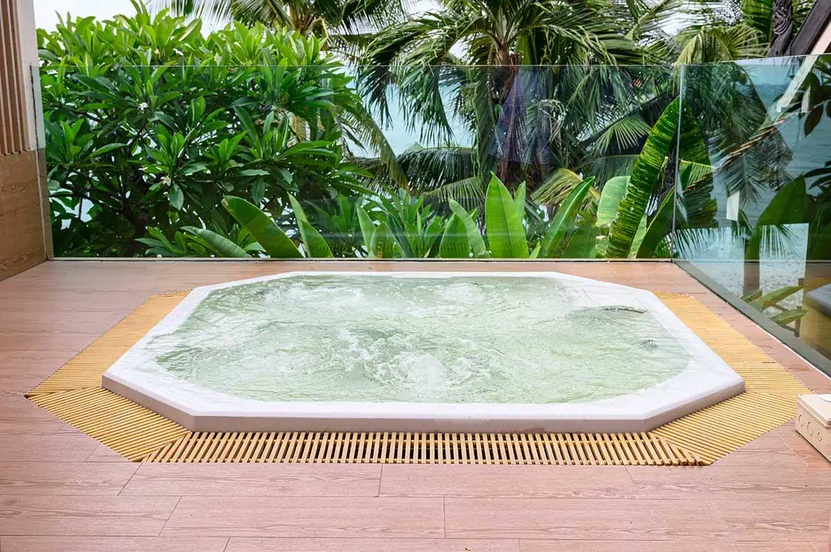 басейн на двора